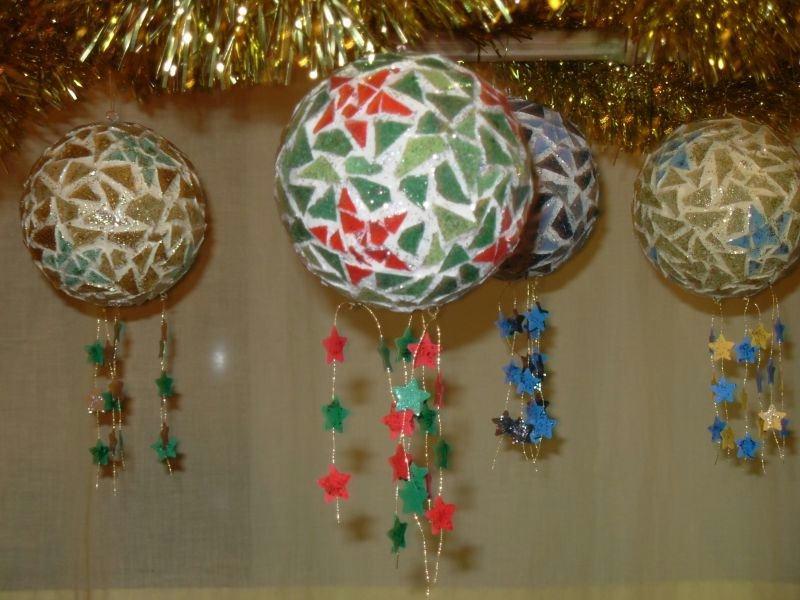 Boules de Noël étoilées en mosaique - Idées et conseils Boules de ...
