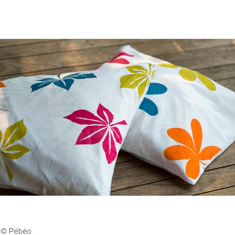 customiser des coussins avec la peinture setacolor id es et conseils customisation. Black Bedroom Furniture Sets. Home Design Ideas