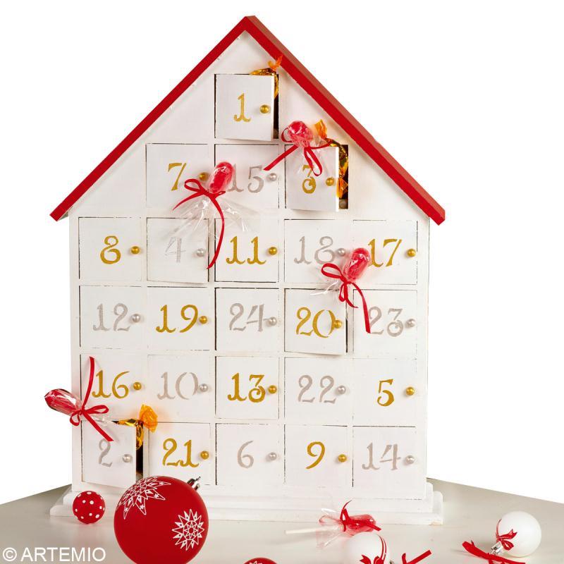 Bricolage calendrier de l 39 avent rouge et blanc id es et for Calendrier de l avent maison