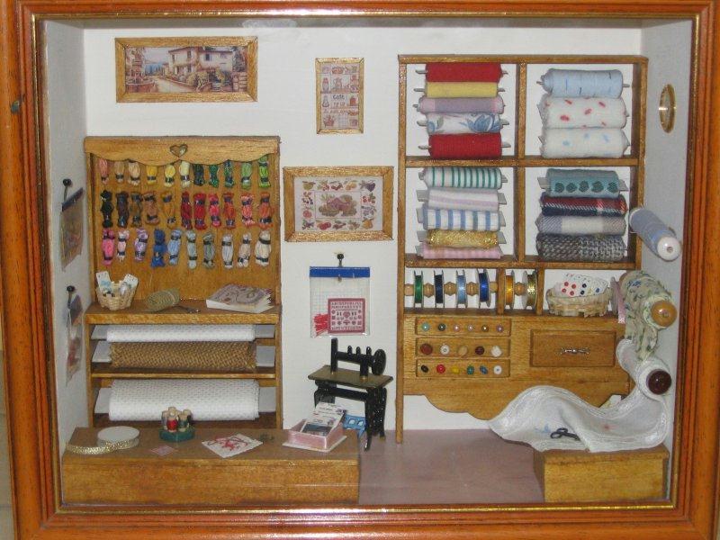 vitrine miniature mercerie cr ations maquettes et miniatures de sanrine 1 n 10529 vue 20968 fois. Black Bedroom Furniture Sets. Home Design Ideas