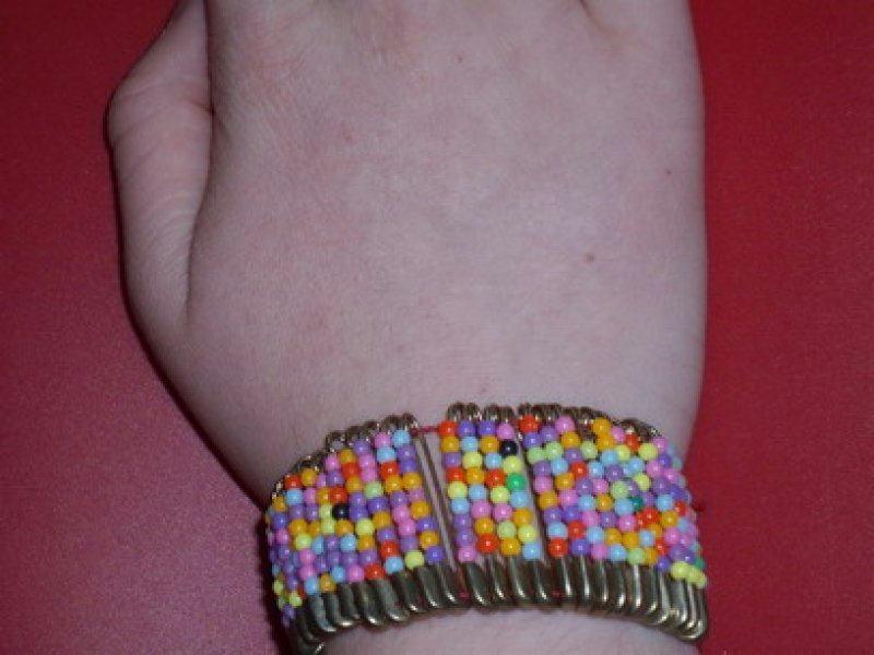 bracelet de petites pingles nourrice cr ations cr ations des enfants de casamance n 20973. Black Bedroom Furniture Sets. Home Design Ideas