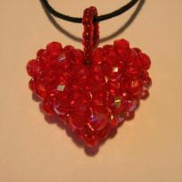 Petit coeur rouge en facettes