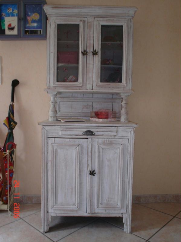 comment peindre un vieux meuble peinture sur meuble ancien relooker une vieille armoire avec un. Black Bedroom Furniture Sets. Home Design Ideas