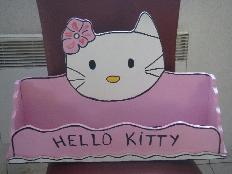 etagere murale hello kitty cr ations chambre d 39 enfant de carlouccia n 28269 vue 3811 fois. Black Bedroom Furniture Sets. Home Design Ideas