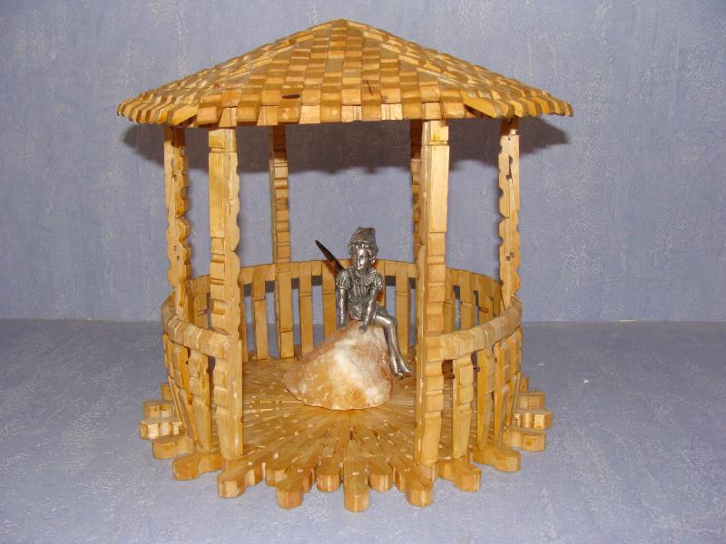 Bricoler avec des pinces linge en bois for Construction en bois livre