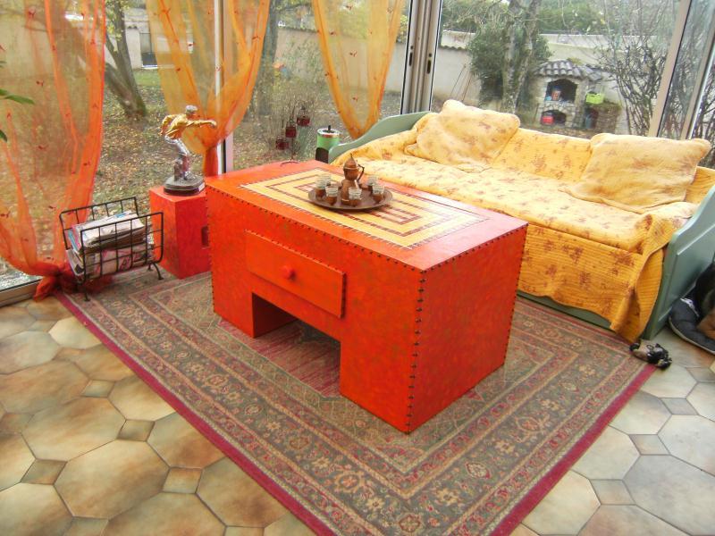 grande table basse en carton avec mosa que incrust e cr ations meuble en carton de crearose n. Black Bedroom Furniture Sets. Home Design Ideas