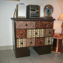 meuble en carton marron