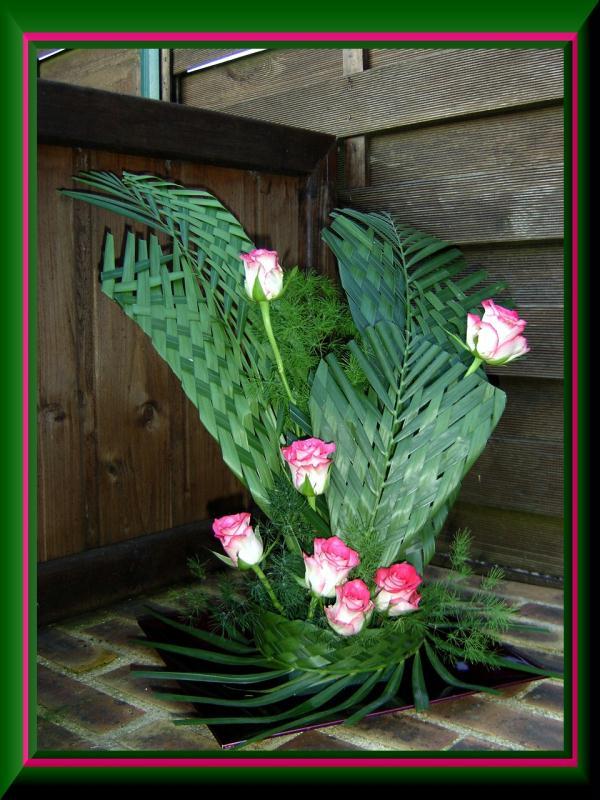 Tressage de feuilles de palmier composition florale for Feuille de palmier deco