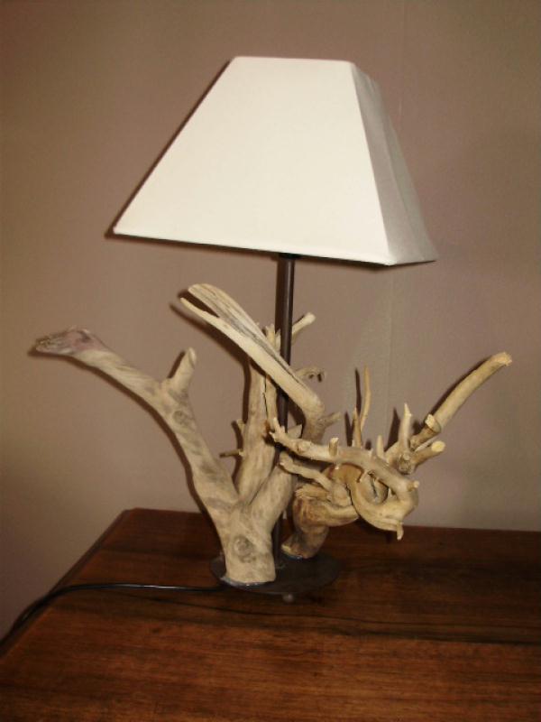 Lampe en bois flott cr ations lampes et guirlandes for Guirlande bois flotte
