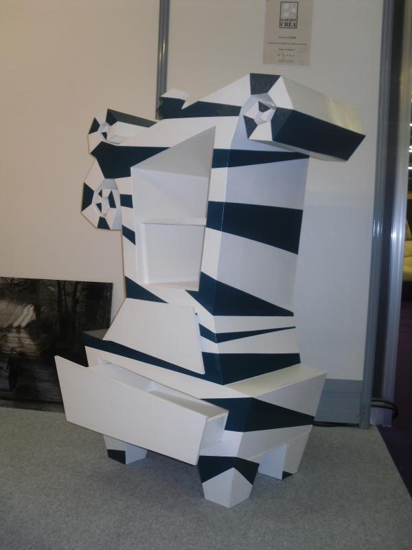 armoire enfant fantaisy noire et blanche en carton cr ations meuble en carton de stephanie b. Black Bedroom Furniture Sets. Home Design Ideas