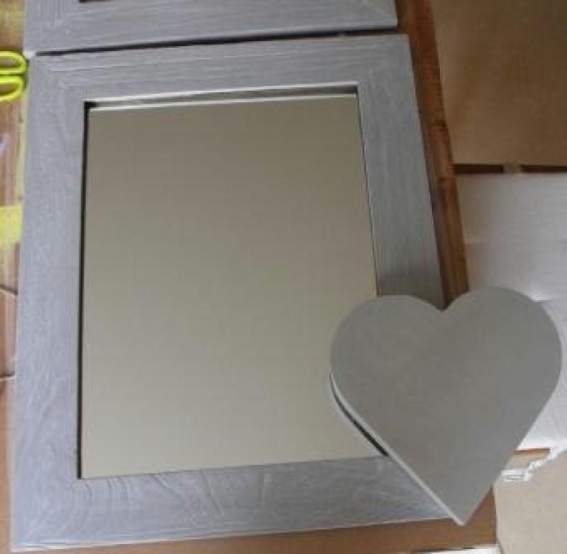 miroir gris patin et son gros coeur cr ations home d co et miroir de bonheur partag n 32364. Black Bedroom Furniture Sets. Home Design Ideas