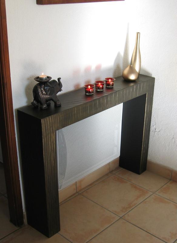 Table d 39 appoint en carton au dessus du radiateur for Tablette au dessus d un radiateur