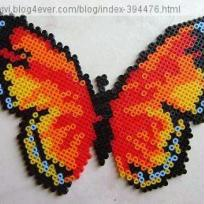 Papillon multicolore en perles  repasser