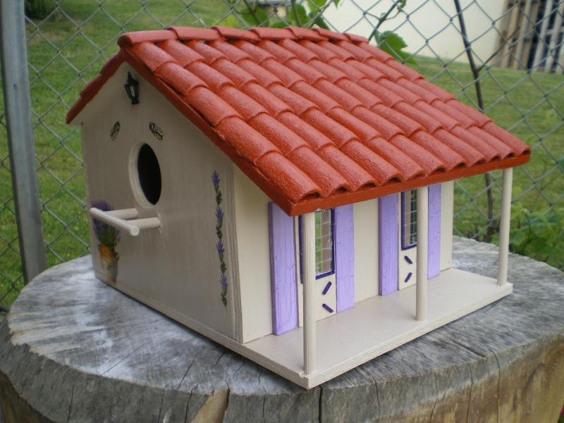 cabane oiseaux aux volets violets cr ations techniques. Black Bedroom Furniture Sets. Home Design Ideas