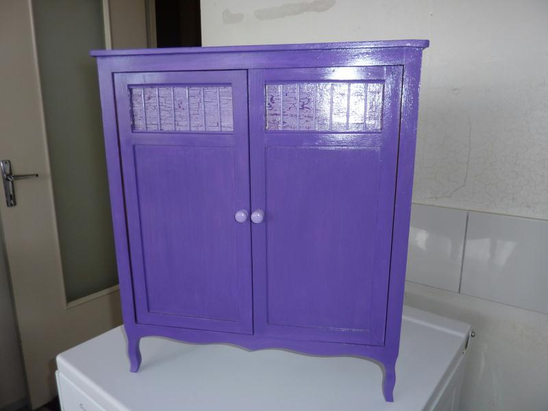 meuble pour vetement de poupee en acrylique violet cr ations peinture multi supports de. Black Bedroom Furniture Sets. Home Design Ideas
