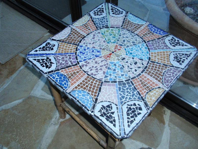 Plateau Mosa Que Multicolore Sur Table En Rotin