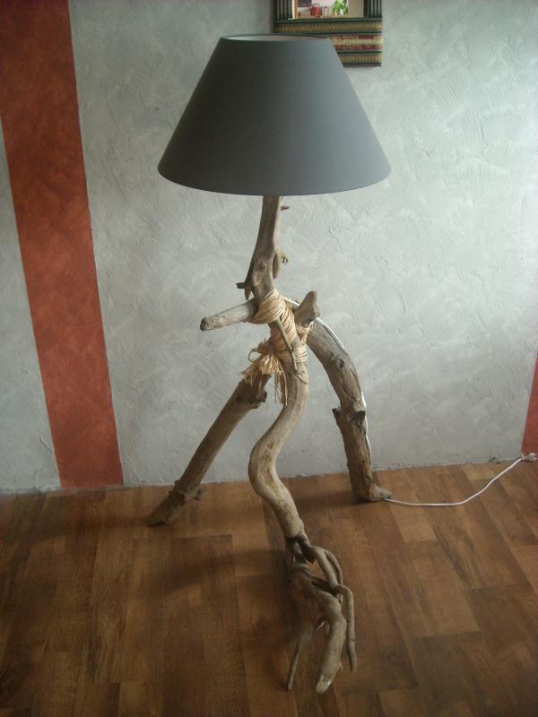 lampe haute sur 3 pieds bois fott cr ations lampes et. Black Bedroom Furniture Sets. Home Design Ideas