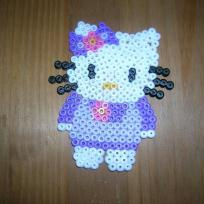 perles HAMA hello kitty et sa robe violette