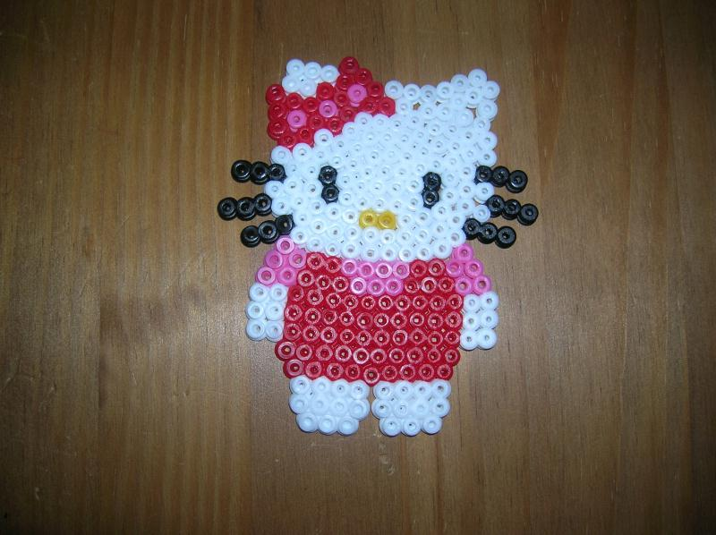 Perles hama hello kitty en robe rouge cr ations perles repasser hama de sandra18021 n 38543 - Model perle a repasser ...