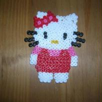 perles HAMA hello kitty en robe rouge
