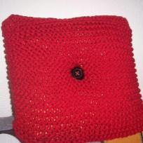 coussin rouge tricoté au point mousse