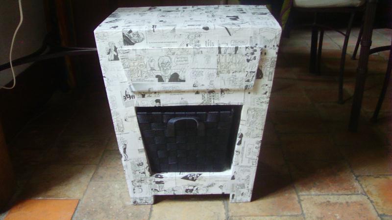 Table de nuit en carton recouverte de papier journal cr ations meuble en ca - Meuble papier journal ...