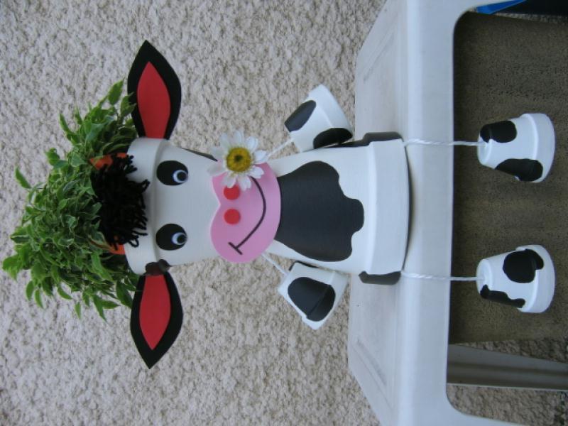 vache assise cr ations personnage en pot de stephanie6882 n 41684 vue 11176 fois. Black Bedroom Furniture Sets. Home Design Ideas