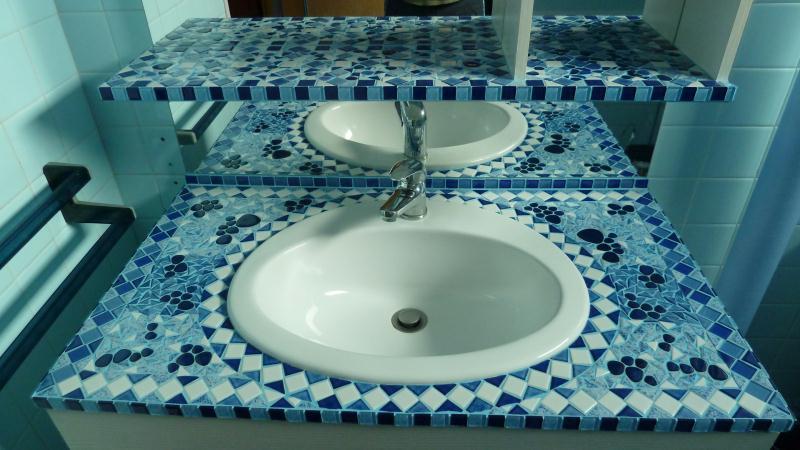 meuble salle de bain en mosaique ton bleu cr ations mosa que de vivivenita n 41805 vue 6140 fois. Black Bedroom Furniture Sets. Home Design Ideas