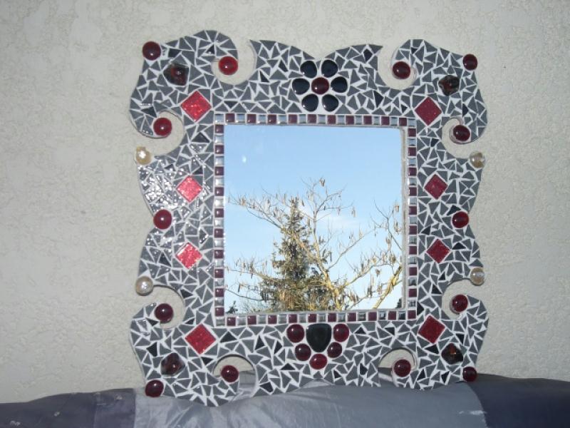 Miroir baroque en rouge et gris cr ations mosa que de for Miroir baroque gris