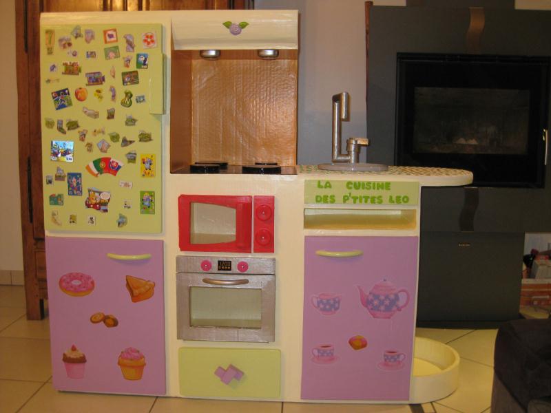 cuisine pour petite fille en carton cr ations meuble en. Black Bedroom Furniture Sets. Home Design Ideas