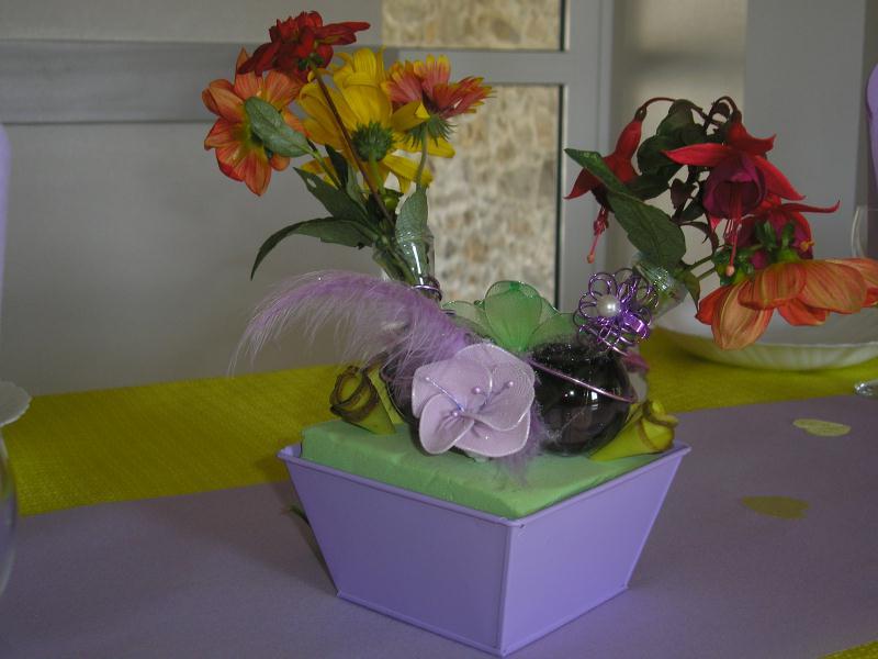 petite composition florale couleurs parme et anis cr ations d coration de sandrine9030 n 42651. Black Bedroom Furniture Sets. Home Design Ideas