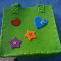 petit sac vert en feutrine_ photo 2