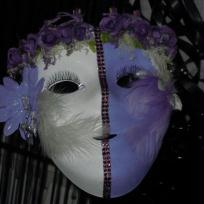 Masque divis de mauve et blanc