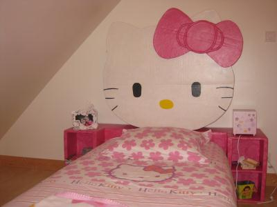 t te de lit hello kitty en carton cr ations meuble en carton de basca n 43342 vue 8364 fois. Black Bedroom Furniture Sets. Home Design Ideas