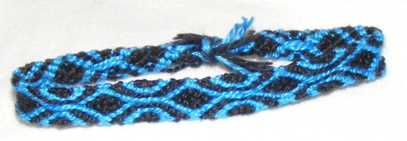 bracelet br silien modele bleu et noir cr ations techniques diverses de elo34570 n 43488 vue. Black Bedroom Furniture Sets. Home Design Ideas