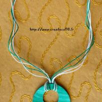 Collier rond vert marbr paillett en fimo .
