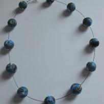 Collier ton bleu gris noir, effet kalidoscopique