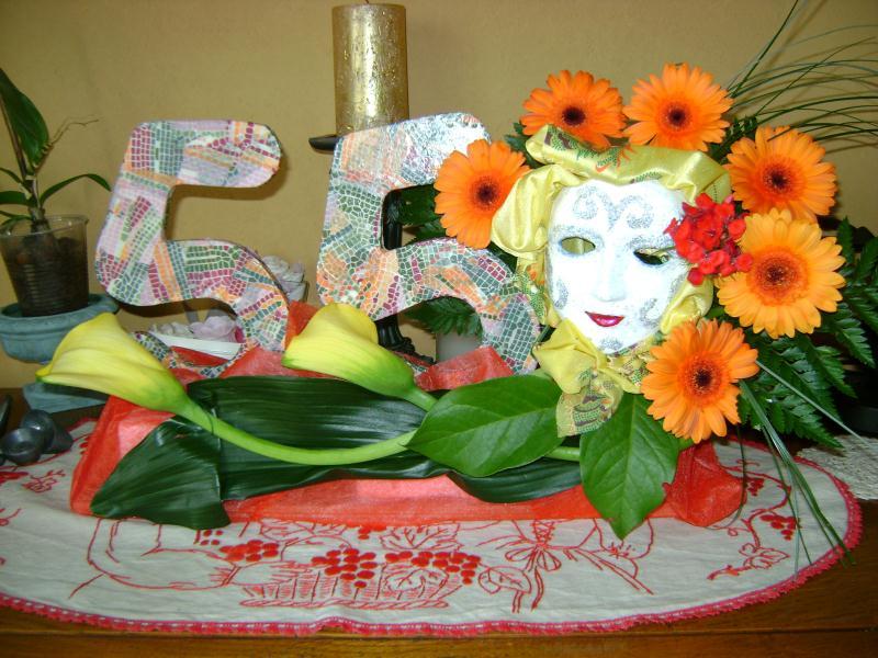cr ation composition florale anniversaire d cor pour une soir e costum e cr ations art. Black Bedroom Furniture Sets. Home Design Ideas