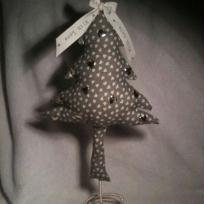 Cration couture : Un petit sapin en tissu sur ressort