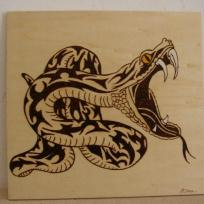Serpent tribal pyrogravure