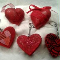 Cration en Dcopatch : porte clefs en forme de coeur et coeurs  suspendre  rouge