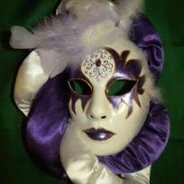 Cration masque vnitien blanc et violet