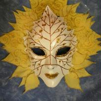 Cration masque vnitien jaune soleil avec ptales