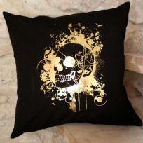 Dcoration coussin tte de mort - Noir et or