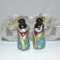 Fabrication de boucles d'oreille petite poupe kokeshi geisha en pte fimo