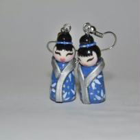 Cration boucles d'oreilles en fimo : poupe kokeshi geisha bleu