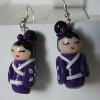 Cration boucles d'oreilles poupe kokeshi violette